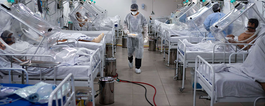 COVID-19 patients are treated at a field hosptal in Manaus, Brazil, on May 18. Photo: Associated Press